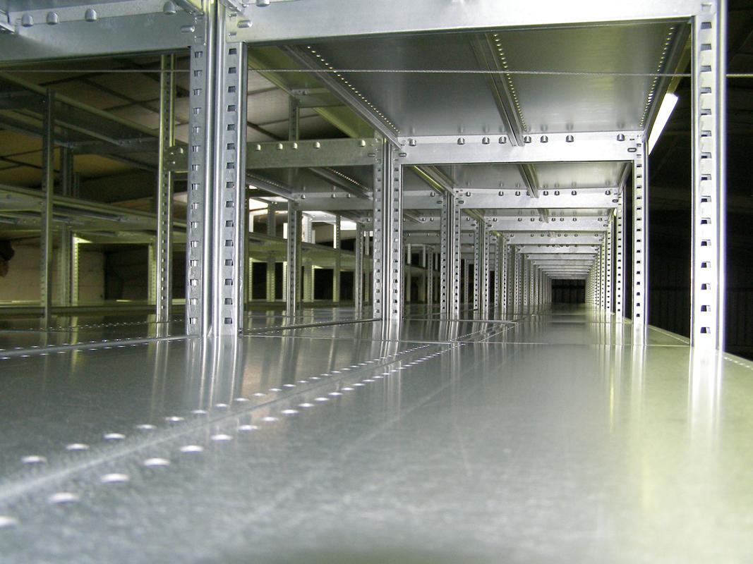 Zoom intérieur d'un rayonnage tôlé galvanisé